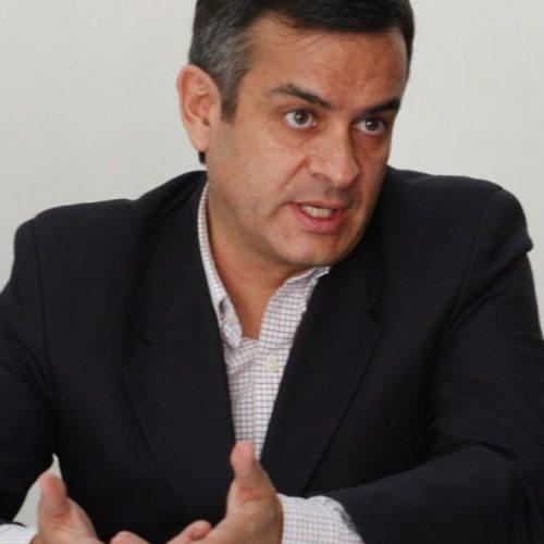 Luis Rosales, debate